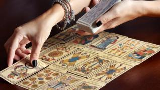 Ворожіння на картах, по лініе руки, пророкування майбутнього, минулого